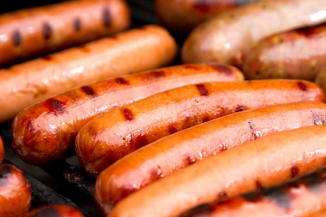 1 ton of hot dogs recalled due to metal concerns