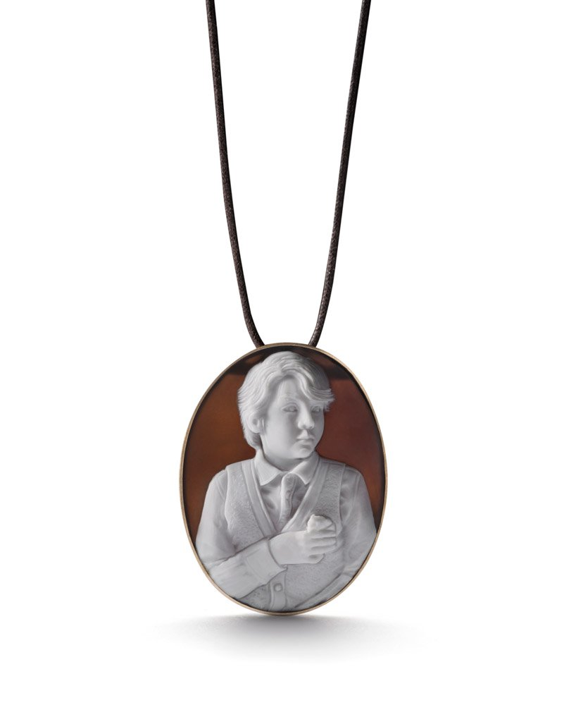 <em>Oliver and Mr. Nibble</em> pendant by Catherine Opie for the new LIZWORK Cameo line. Photo courtesy of LIZWORKS.