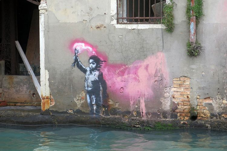 A possible new Banksy has been sighted in Venice. Photo by Lapo Simeoni.