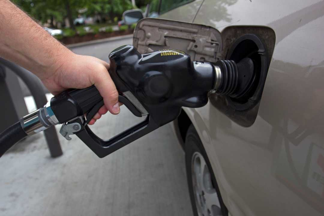 Gas prices soar above $4 in California, near $3 nationally