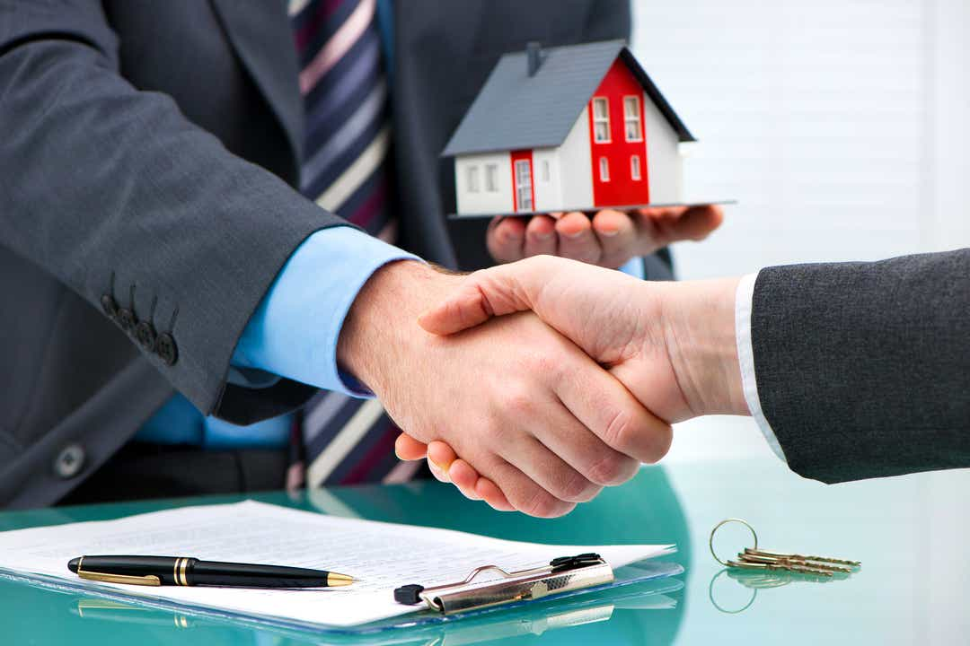 Mortgage applications fall despite low rates