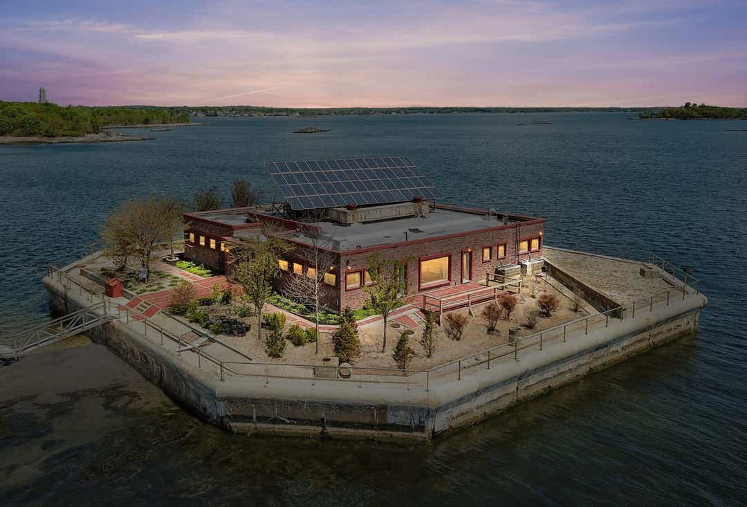 $13 million self-sustainable private island near Manhattan for sale