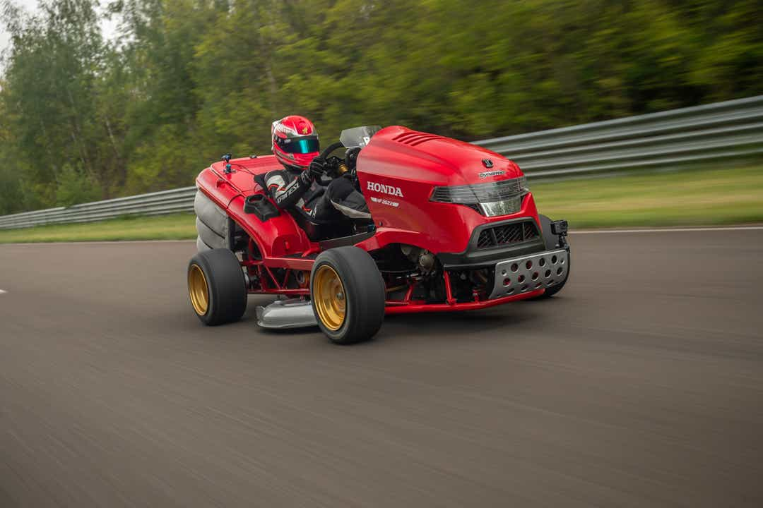 Honda's fastest lawnmower breaks world record for speed