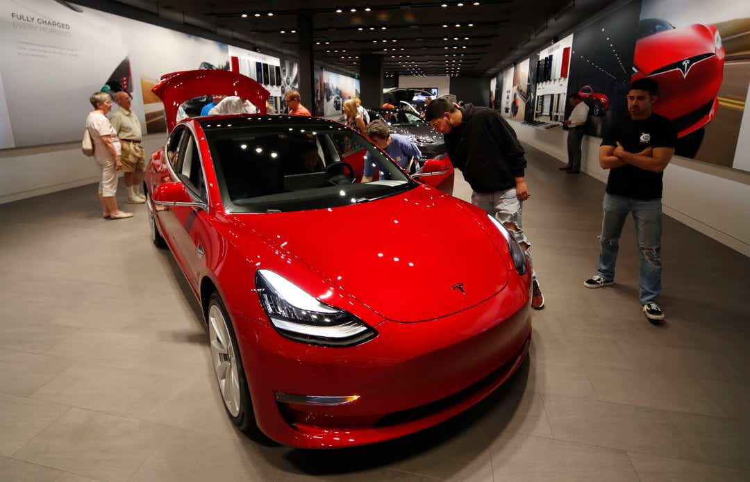 Elon Musk cuts price of Model 3, discontinues Model S, Model X