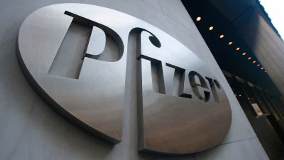 Pfizer, Mylan deal aimed at boosting drug prices as generics struggle