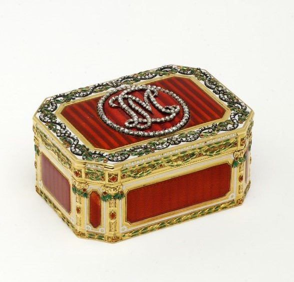 Goldschmidt-Rothschild Box at the V&A, Gilbert Collection. Photo courtesy of the V&A Museum.