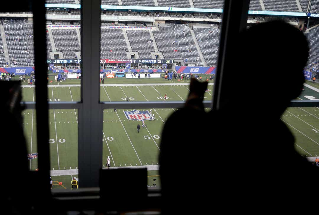 Football fans to experience Verizon 5G at NFL stadiums