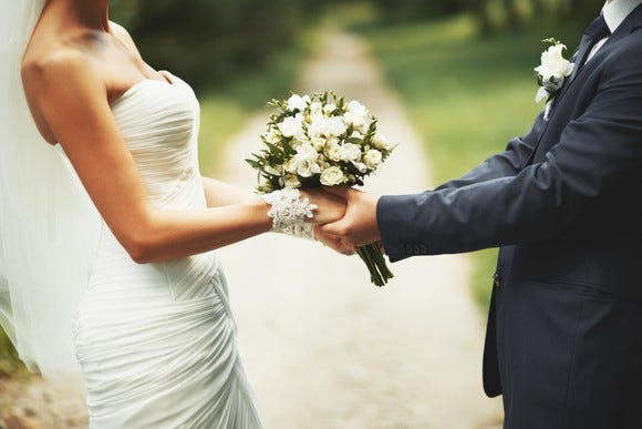 How to get married without borrowing money or going broke
