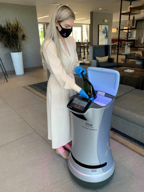Hotels using robots for delivery, cleaning amid COVID-19 pandemic