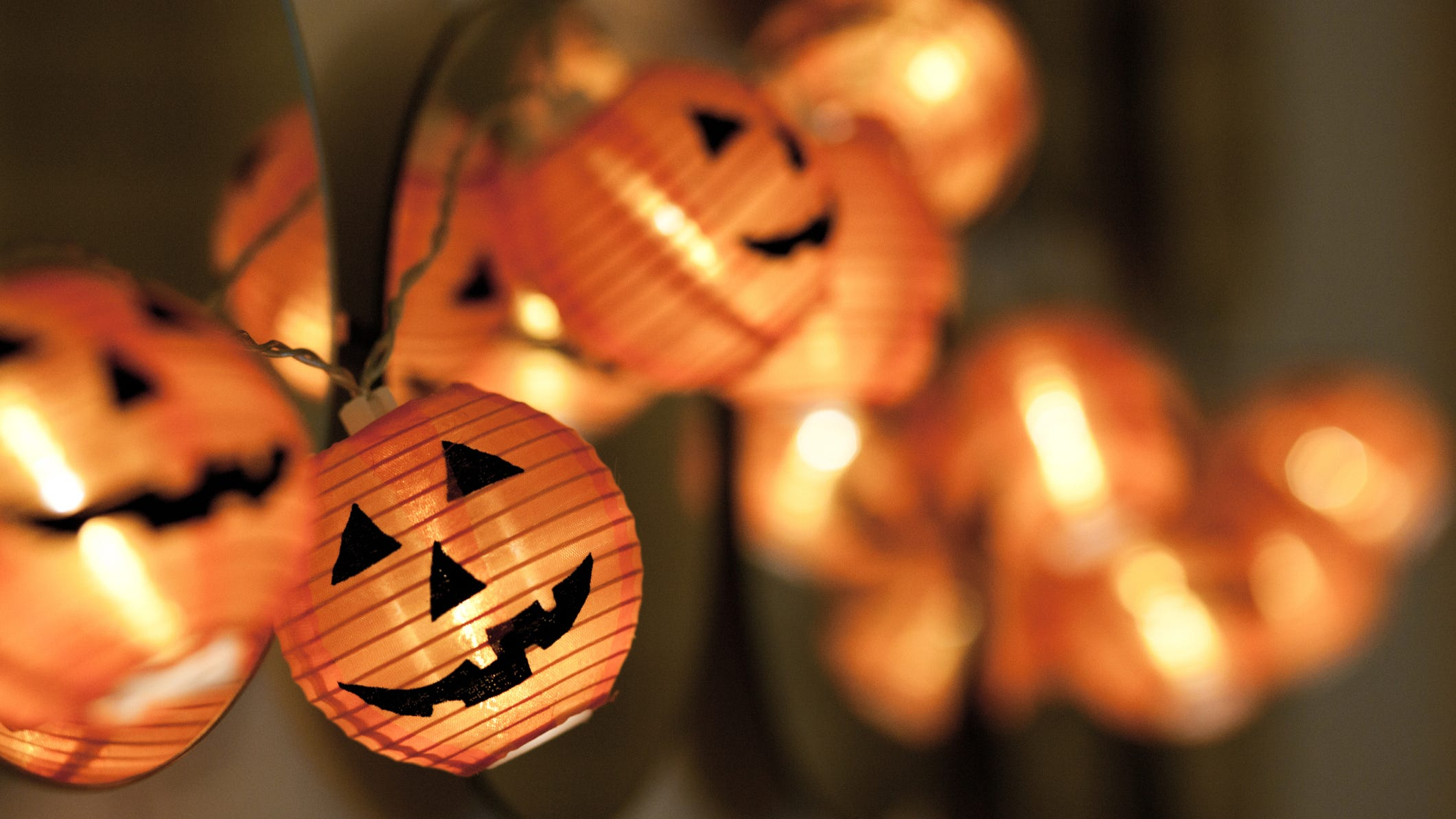 Get outdoor lights, lawn décor and more on sale