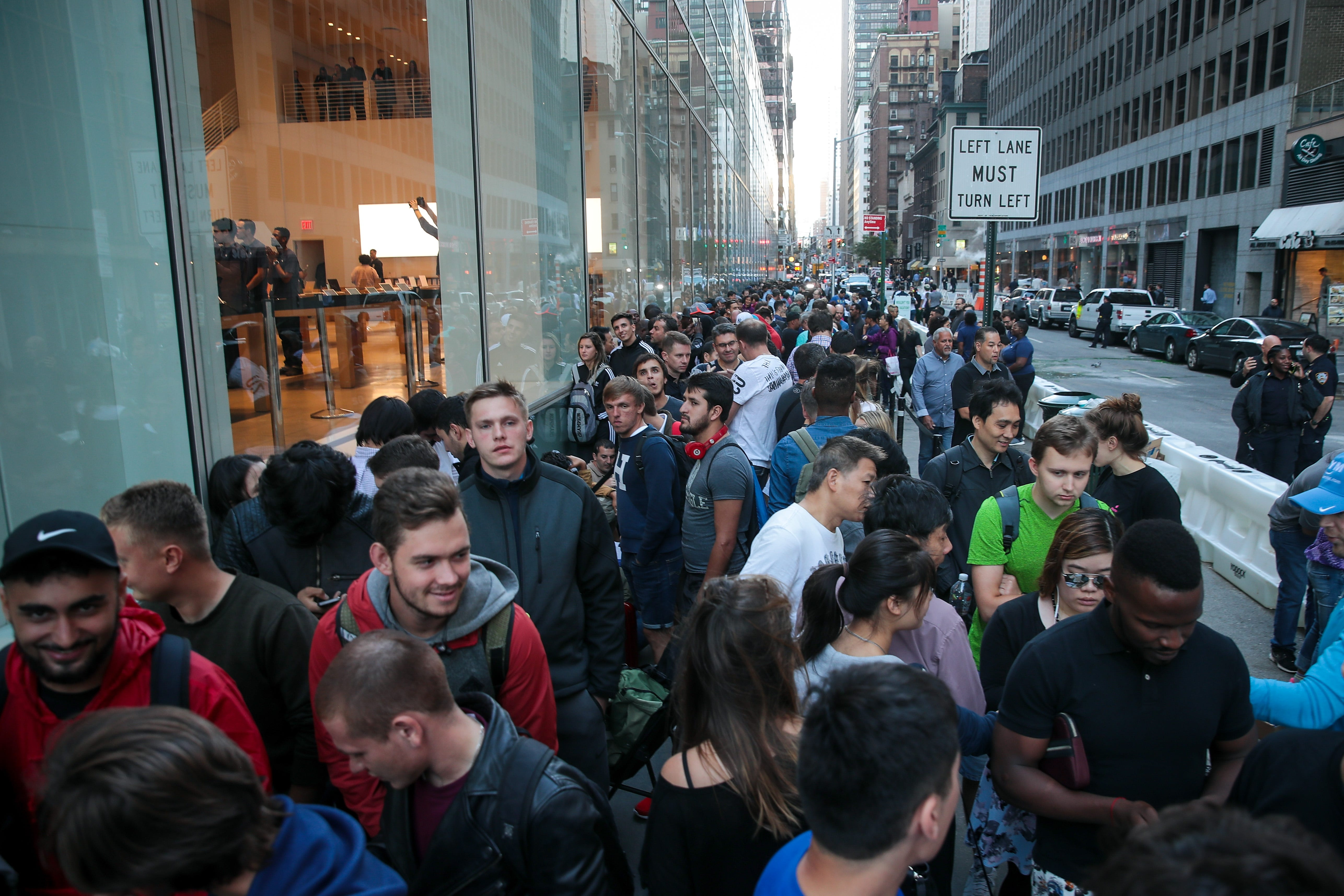 Apple Store nixes iPhone 12 lines, will hand out reservations instead