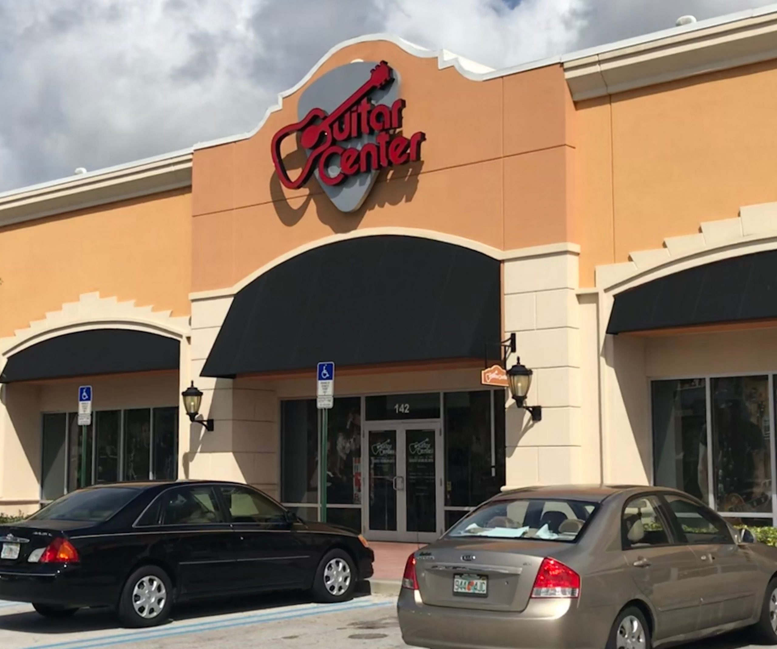 Musical instrument retailer Guitar Center to file for Chapter 11 bankruptcy protection