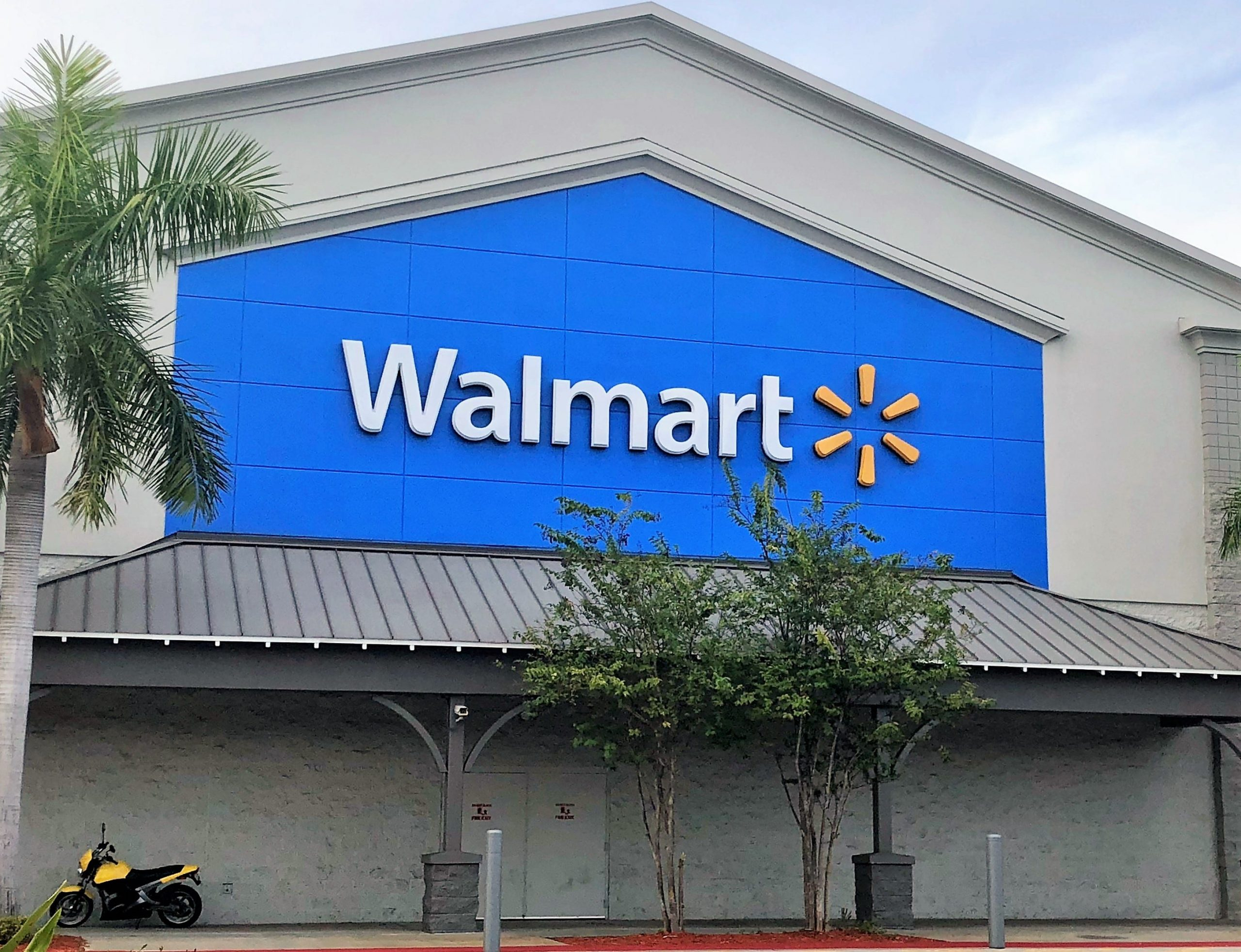 Walmart adding automated warehouses with robots to stores to help fulfill pickup, delivery orders