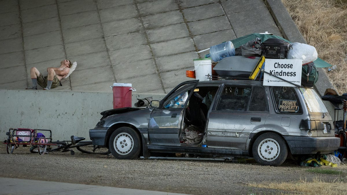 'Hidden homeless crisis': After losing jobs and homes, more people are living in cars and RVs and it's getting worse