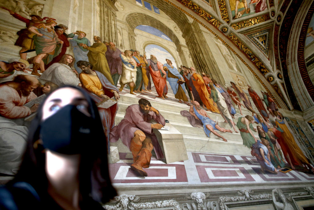Shocking Images of Packed Galleries at the Vatican Museums Suggest the Institution Isn't Following Its Own Health Regulations