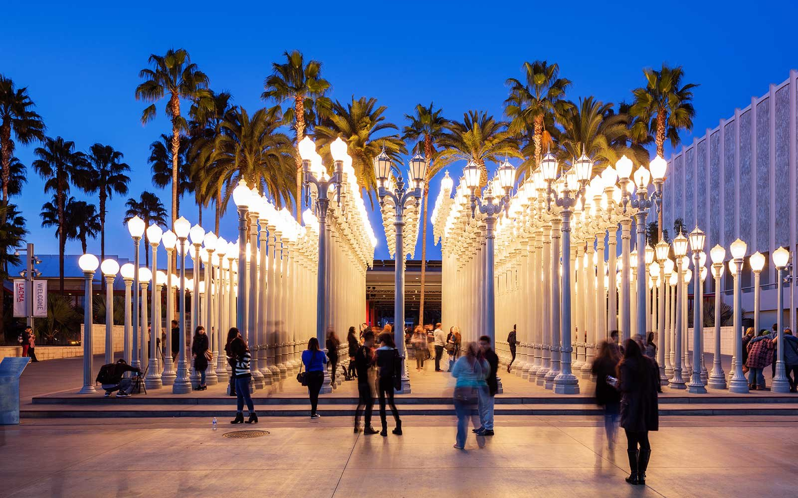 An Indonesian Theme Park Must Destroy Its Knockoff of Chris Burden's 'Urban Light' After Losing a Suit Brought by the Artist's Estate | Artnet News