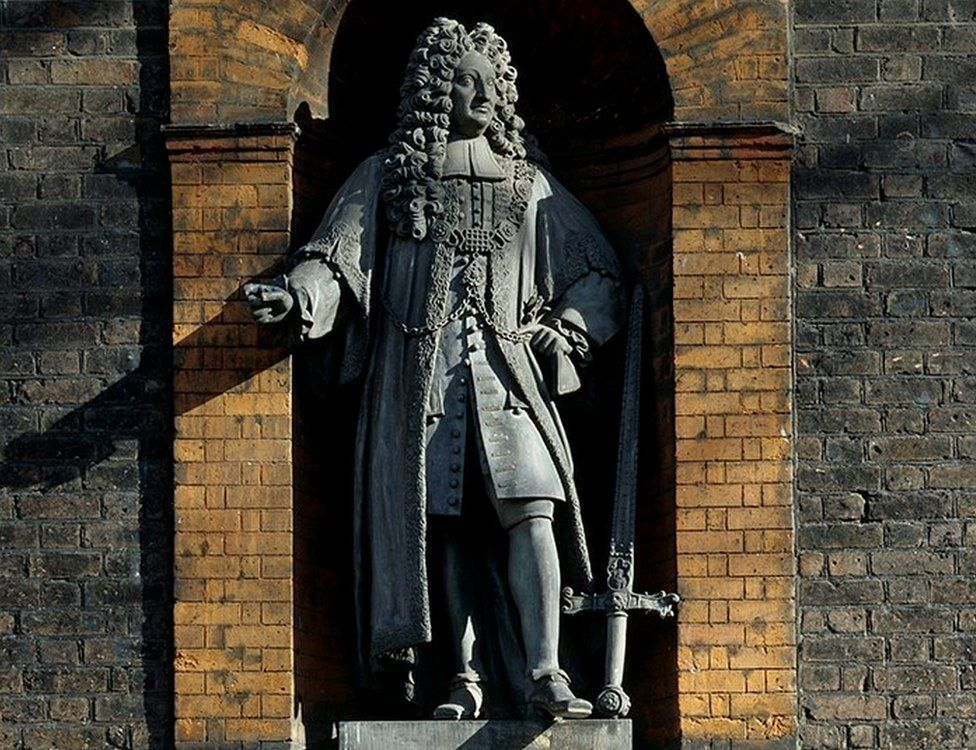 A statue of slave trader Robert Geffrye is displayed above the main entrance to the Museum of the Home in London. Photo courtesy of the Museum of the Home.