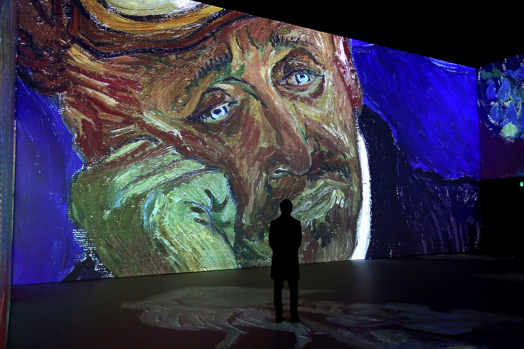 From Van Gogh Fever Sweeping the Nation to a Study About the Plight of Gallery Assistants: The Best and Worst of the Art World This Week | Artnet News