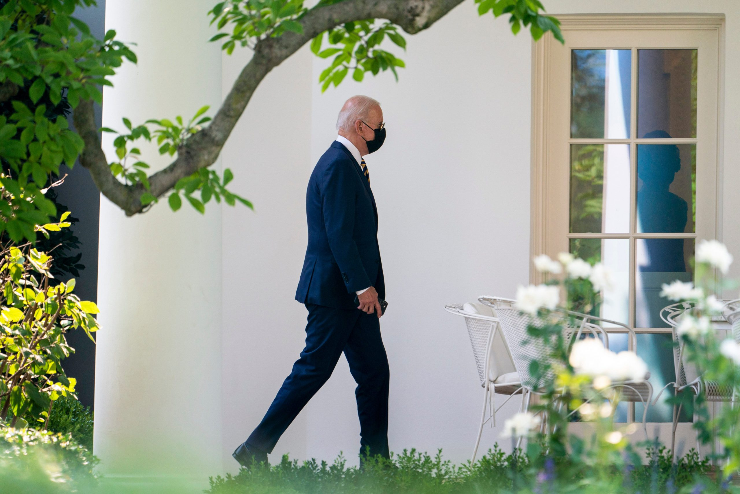 Biden asks cities and states to send $100 to newly vaccinated, requires federal workers to show proof of vaccination