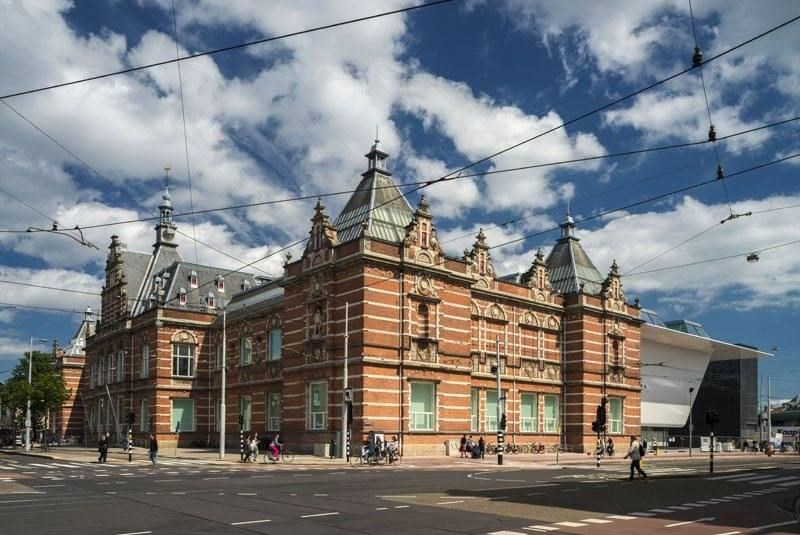 The Stedelijk Museum, historical building and new wing. Image courtesy of the museum.