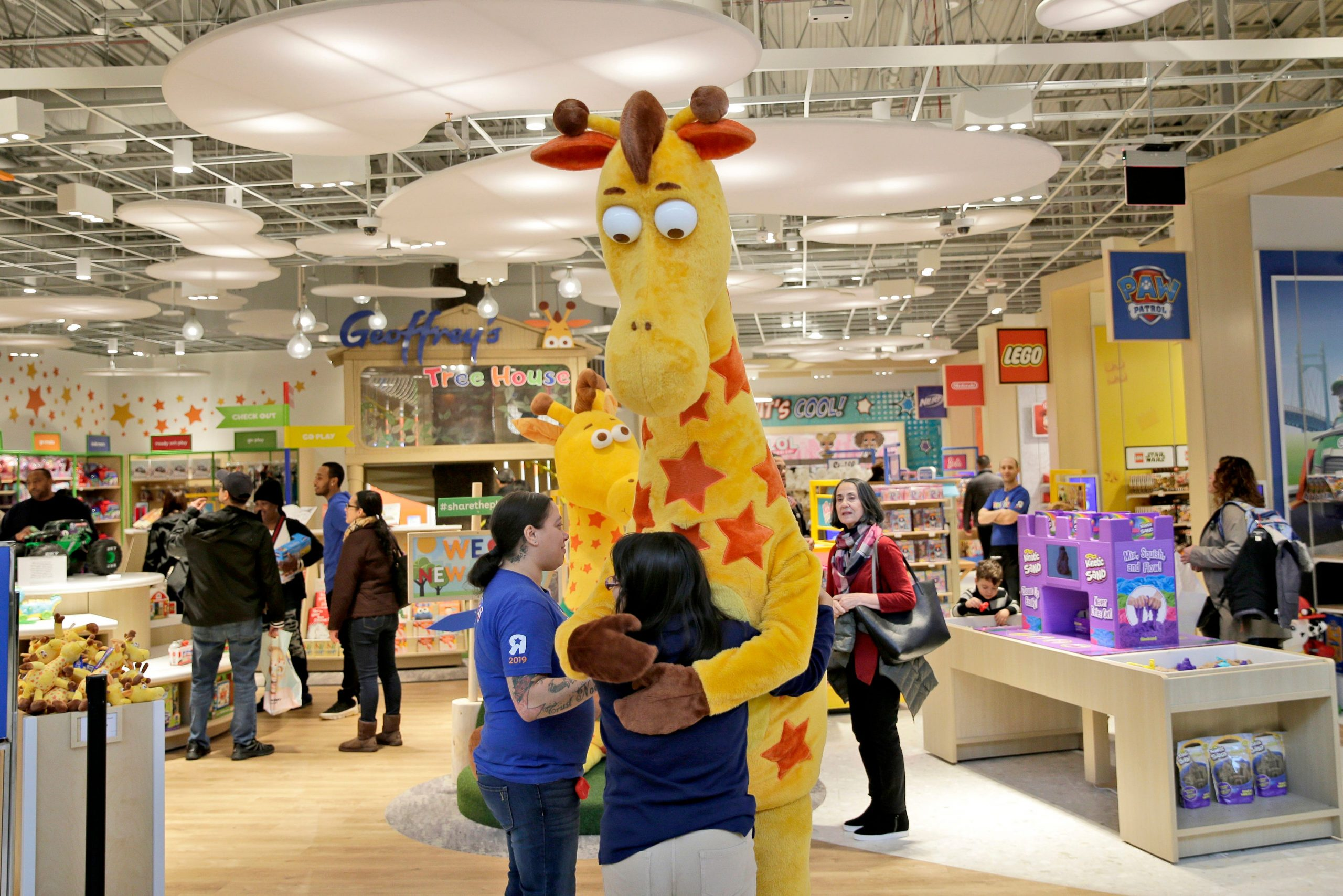 Toys R Us to make a comeback with new toy shops inside more than 400 Macy's stores